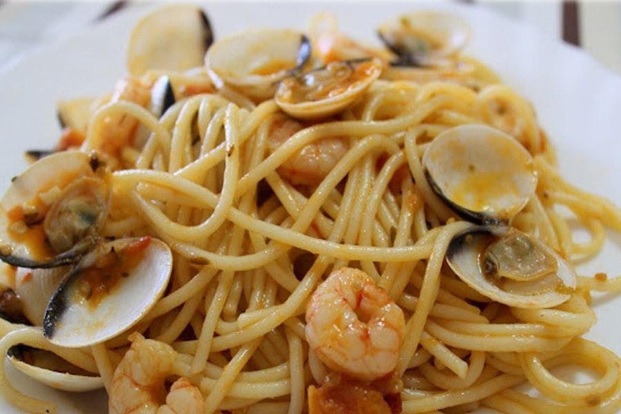 Espaguetis con gambas y almejas el titular - Espaguetis con almejas ...