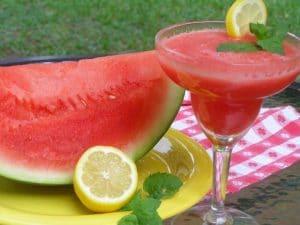 5-frutas-imprescindibles-en-verano-sandia