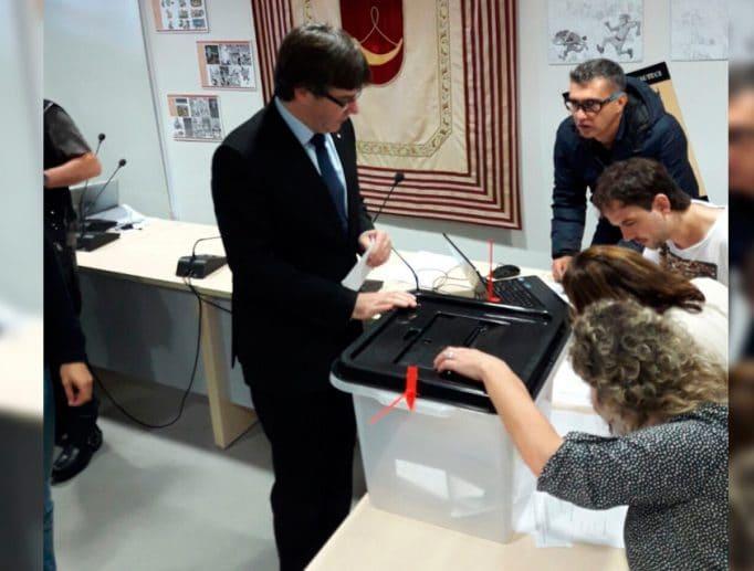 Puigdemont votando 1-O