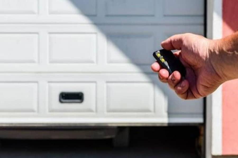 Por qué la mayoría de garajes tienen una puerta automática y no convencional-